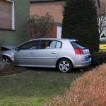Nach einem Zusammenbruch des Fahrers hinter dem Steuer prallte dieser Audi gegen die Außenwand eines Mehrfamilienhauses an der Bambergstraße. Foto: Ulrich Bonke