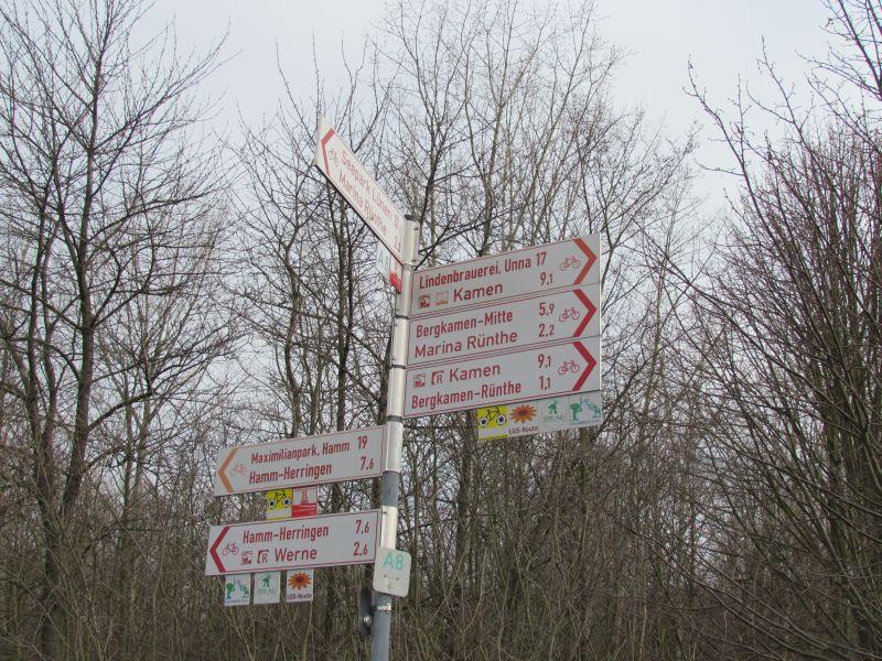 Drehkreuz für Fernradwege am Kanal in Rünthe