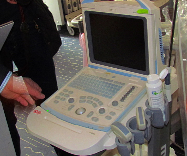 Dieses transportable Ultraschallgerät kostet rund 4000 Euro.