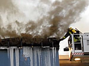 Brand eines Mehrfamilienhauses an der Gedächtnisstraße im Dezember 2012