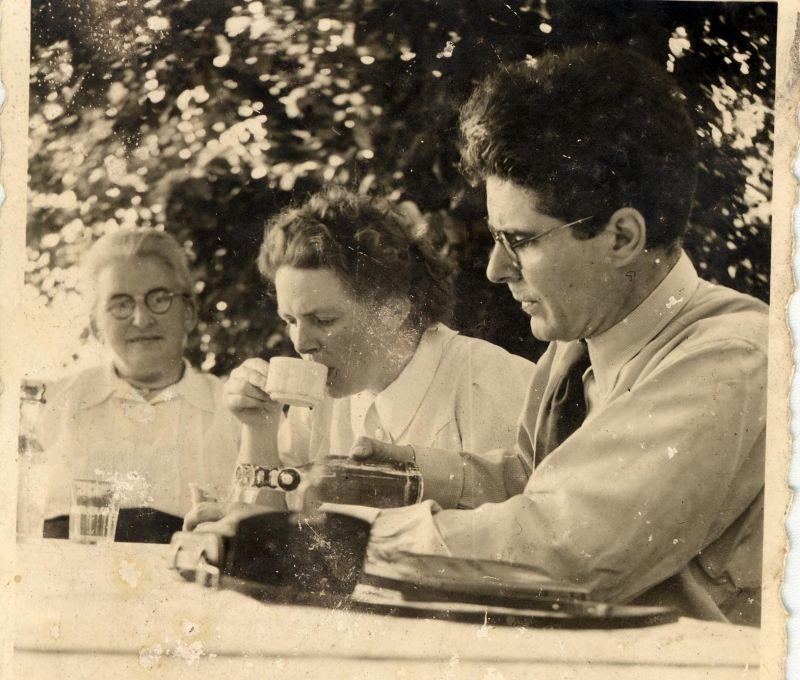 Walter Poller und Frau im Garten