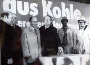 Ministerpräsident Johannes Rau bei der Inbetriebnahme dedes Kraftwerks Heil und des  neuen Schachtanlage Neu-Monopol in Bergkamen. Er vertrat den erkrankten Bundeskanzler Helmut Schmidt. Foto: Ulrich Bonke