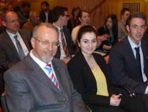 Bürgermeister Schäfer, Mihriban Uyar und Tobias Ach im Publikum
