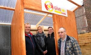 Astrid Wohlgemuth und Oliver Loschek (Mitte)  mit Mitstreitern der Kamener Give-Box.