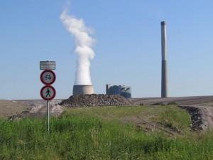 Blick auf der Halde auf die künftige Naturarena und das Kraftwerk Heil