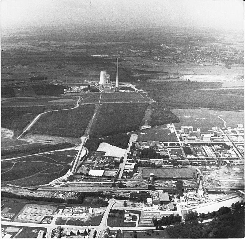 Luftaufnahme vom neuen Bergwerk Monopol und des Kraftwerks Heil.