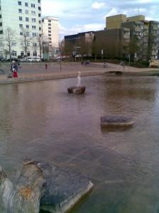 Die Wasserspiele im Wasserpark im Probelauf
