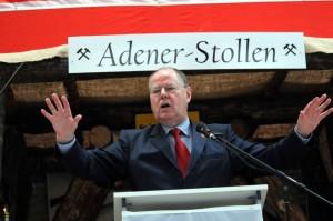 Peer Steinbrück beim 1. Mai in der Oberadener Römerbergsporthalle. Fotos: Ulrich Bonke
