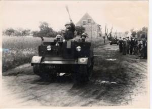 Belgische Soldaten rücken zu den Chemischen Werken Bergkamen an. (Anm.: Dieses und das folgende  Foto stammen aus dem Nachlass von Hubert Biernat. Er hat selbst fotografiert und hat offensichtlich das Anrücken der belgischen Soldaten vor Ort beobachtet.