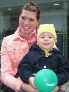 Corinna Ring mit Sohn Constantin (2). In ein paar Wochen kommt wieder Nachwuchs. (Foto: Andreas Milk)