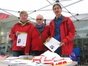 In der Fußgängerzone am Verdi-Stand: Jutta Scheffler, Brigitte Uhlenbrock, Björn Paul Lucht (von links). (Foto: Andreas Milk)