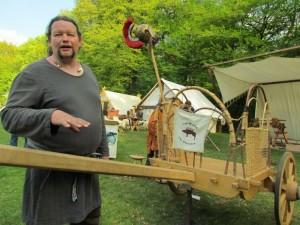 Georg Eul mit dem keltischen Streitwagen