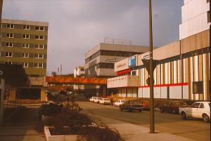 Dieses Foto entstand etwa 1975 kurz nach der Einweihung der neuen Hauptstelle der Sparkasse Bergkamen-Bönen.