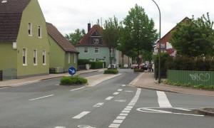 Durch die Verkürzung der Insel besteht die Chance, auf der Töddinghauser Straße eine Linksabbiegerspur in die Schulstraße anzulegen.