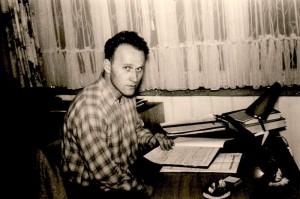 Max von der Grün in den 1950er an seinem Schreibtisch.