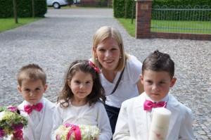 Sinah Wache mit den jungen Gästen der Hochzeitsfeier