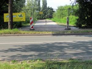 Die Bordsteinkanten an der Industriestraße sollen für den neuen Radweg auf der Zechenbahntrasse abgesenkt werden.