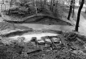 Die Archäologen haben sich über die Jahrzehnte viel mit der Bumannsburg beschäftigt. Auf diesem Bild ist eine Ausgrabung aus dem Jahr 1978 dokumentiert.Foto: LWL/Arend