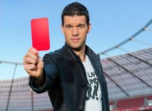 Michael Ballack ist Schirmherr einer Kampagne, mit der Bayer dem Schlaganfall die Rote Karte zeigt.