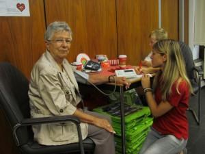 Blutdruckmessen mit den Teams Bergkamener Apotheker