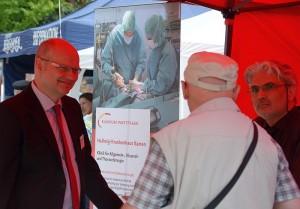 Ärzte des Kamener Krankhauses stellten sich auf dem Platz der Partnerstädte den Fragen der Besucher des Bergkamener Gesundheitstags.