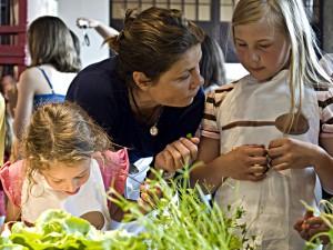 Eine gesunde Ernährung für Kinder steht im Mittelpunkt des Engagements der Fernsehköchin Sarah Wiener. (Foto: Sarah-Wiener-Stiftung)