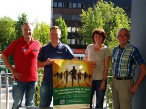 Die Organisatoren (v.li.) Frank Klesz und Simon Born sowie  Ellen Wiemhoff und Heinz Wiese vom TUS Weddinghofen werben für den 2. Bergkamener Firmenlauf