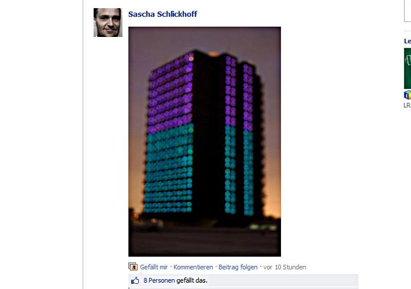 Wohnturm in Farbe