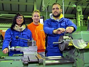 Azubis in der neuen Ausbildungswerkstatt Metalltechnik.