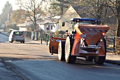 Streufahrzeug auf der Pfalzstraße