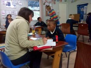 Ubuntu bietet in den Grundschulen von Hout Bay und Imizamo Yethu in Südafrika auch Nachhilfeunterricht an.