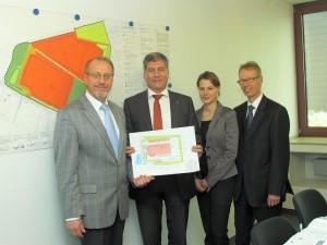 Präsentierten die erste Ansiedlung im Logistikpark A 2 (von links): Roland Schäfer, Roland Klein, WFG-Projektleiterin Sabrina Bläser und Dr. Michael Dannebom.
