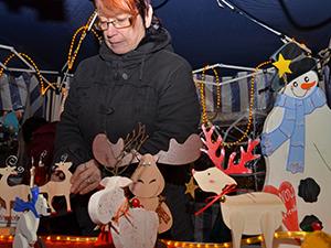 Fleißig gebastelt haben auch die Mütter der Pfalzschule für ihren Weihnachtsmarktstand.