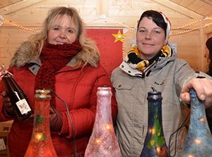 """""""Luca - kleiner Engel"""": Der Verein erfüllt Kinderwünsche - auch mit dem Verkauf in der eigenen Weihnachtsmarkthütte."""