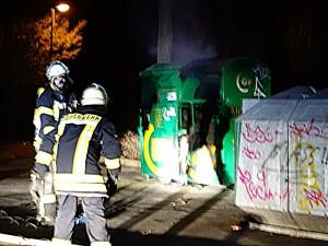 Vier Jugendliche sind vermutlich für den Brand eines Altkleidercontainers auf dem Parkplatz an Pfalzschule verantwortlich.