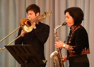 Musikalisch leiteten Karin Rescheleit-Hatzel mit dem Altsaxophon und Jonas Hatzel mit der Posaune das neue Bergkamener Jahr ein.