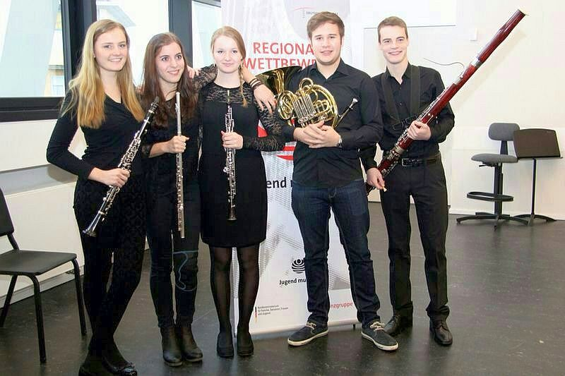 Sebastian Steube (2.v.r.) mit seinen Mitstreiterinnen und Mitstreiter vom Landesjugendorchester NRW.