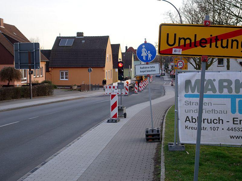 Baustelle auf der Töddinghauser Straße zwischen Schulstraße und Kreisverkehr.