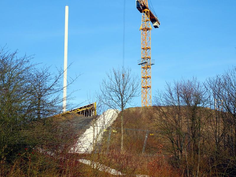 Wegen der Bauarbeiten wird für rund eine Woche die Lichtstele auf der Adener Höhe nicht leuchten.