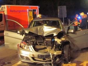 Mehrere Verletzte fordert der schwere Verkehrsunfall am Samstagabend auf dem Westenhellweg in Heil.