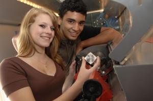 Das M+E Infomobil verschaft Jugendlichen einen spielerischen Zugang zu den Berufen der Metall- und Elektro-Unternehmen.