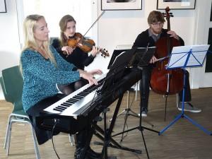 Bettina Jacke sorgte mit ihren Kindern beim Frühlingsempfang für den musikalischen Rahmen.