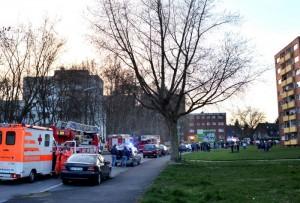 """Einen Großeinsatz der Feuerwehr gab es wegen eines Kellerbrands in einem Mehrfamilienhaus """"Auf dem Spiek in Kamen. (Foto: Björn Bonke)"""