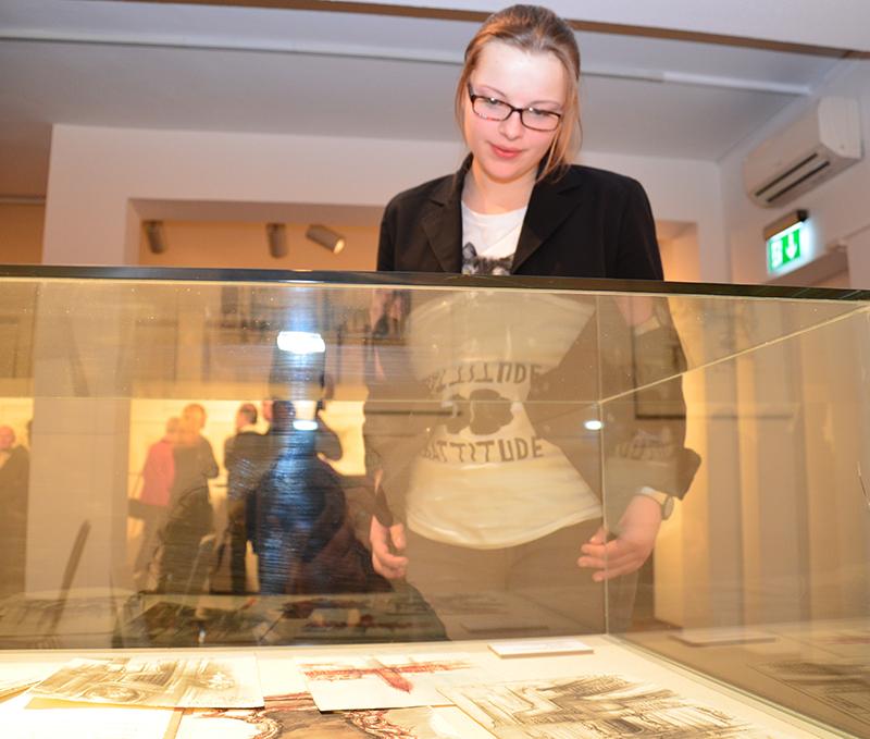Rolf Eschers Kunst ist auch hinter Vitrinen zu sehen: Seine Zeichenbücher.