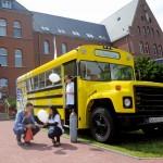 Der umgebaute gelbe Schulbus.