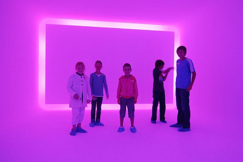 Junge Besucher im Lichtkunstmuseum Unna.