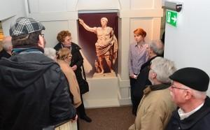 Augustus wies nicht nur seinen Legionen, sondern auch den Teilnehmern der Führung am Sonntag den Weg.
