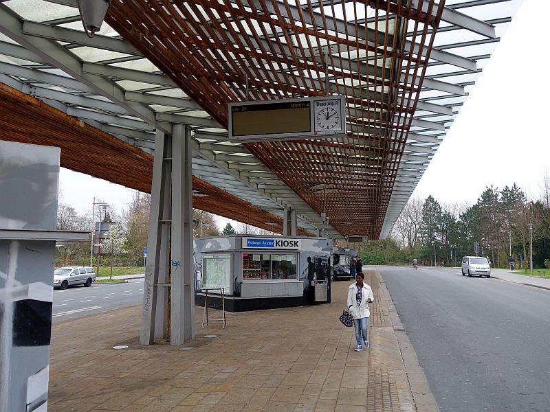 Warnstreik zeigt Wirkung: So menschenleer präsentiert sich der Bergkamener Busbahnhof sonst nur nachts.