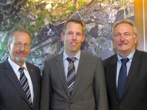 Bürgermeister Roland Schäfer (l.) und Technischer Beigeordneter Dr. Hans-Joachim Peters (r.) stellten am Dienstag den neuen Leiter des Amts für Planung, Tiefbau und Umwelt, Thomas Reichling , vor.