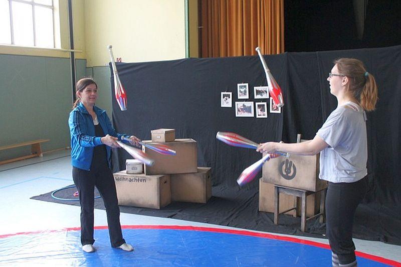 Zirkusprobe in der Mehrzweckhalle der Pfalzschule